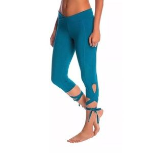 Free people movement turnout leggings cropped blue